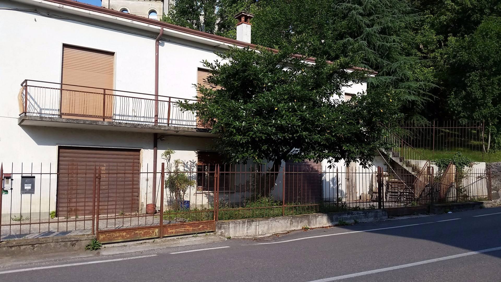 Soluzione Indipendente in vendita a Montecchia di Crosara, 7 locali, prezzo € 150.000 | CambioCasa.it