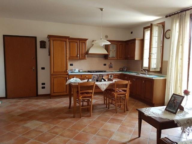 Appartamento in vendita a Montecchia di Crosara, 3 locali, prezzo € 150.000 | CambioCasa.it