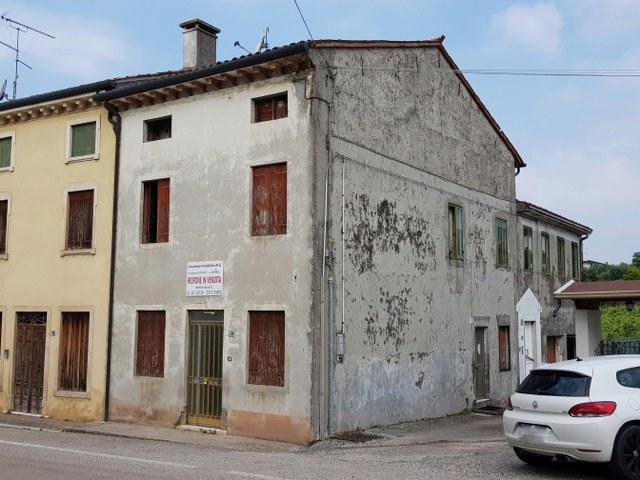 Altro in vendita a Roncà, 7 locali, zona Zona: Terrossa, prezzo € 45.000 | CambioCasa.it