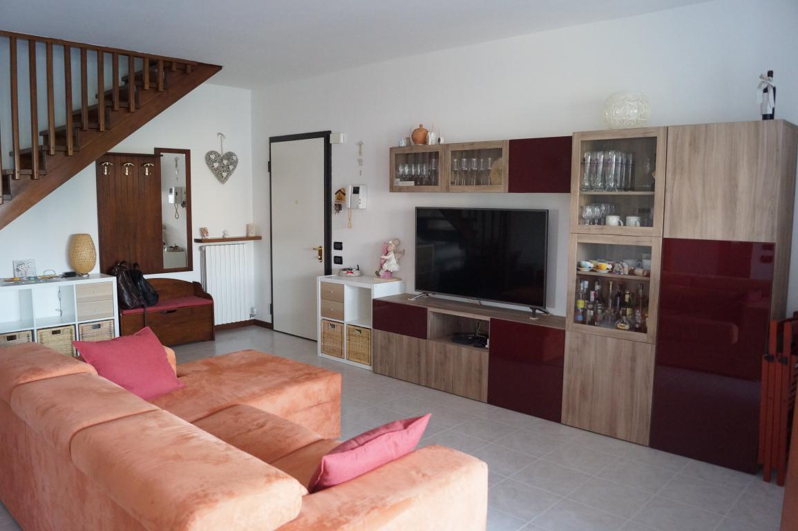 Appartamento in vendita a Soave, 4 locali, zona Zona: Castelletto, prezzo € 135.000   CambioCasa.it