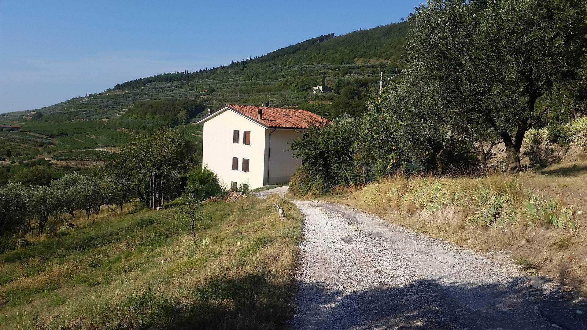 Appartamento in vendita a Cazzano di Tramigna, 7 locali, prezzo € 70.000 | CambioCasa.it