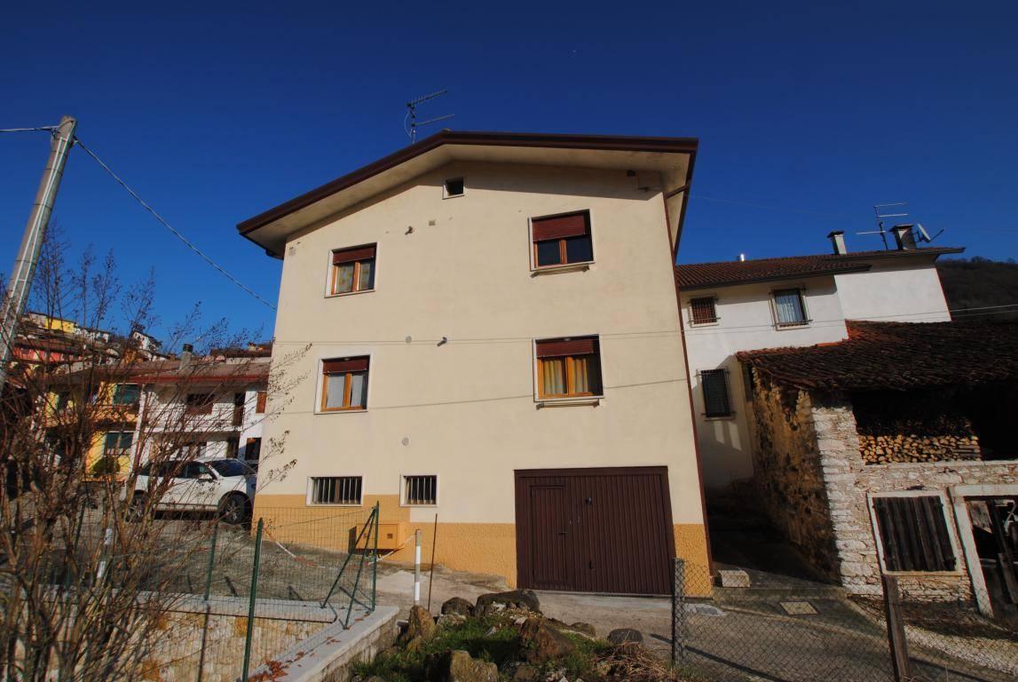 Azienda Agricola in vendita a Altissimo, 8 locali, zona Zona: Molino, prezzo € 135.000 | CambioCasa.it