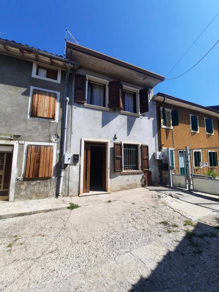 Azienda Agricola in vendita a Montecchia di Crosara, 4 locali, prezzo € 72.000   CambioCasa.it