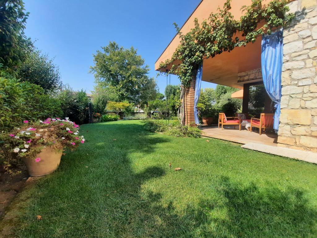 Villa in vendita a Montecchia di Crosara, 13 locali, Trattative riservate | CambioCasa.it