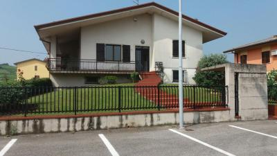 casa singola in Vendita a Monteforte d'Alpone