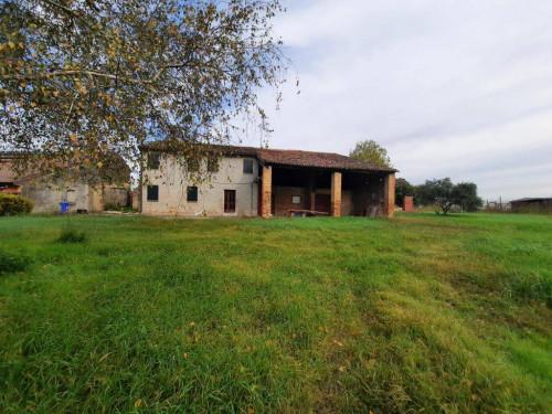 Rustico in Vendita a Albaredo d'Adige