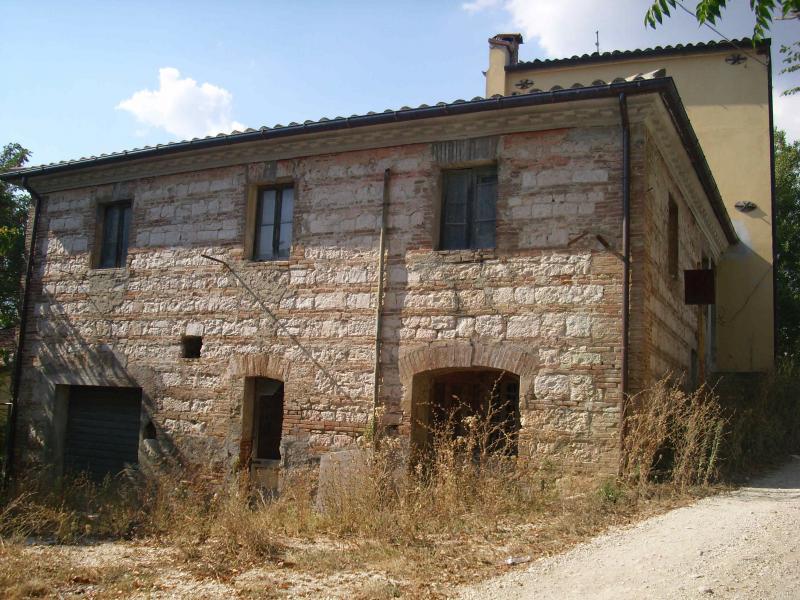 Soluzione Indipendente in vendita a Fabriano, 5 locali, zona Località: FRAZIONI, prezzo € 90.000 | Cambio Casa.it