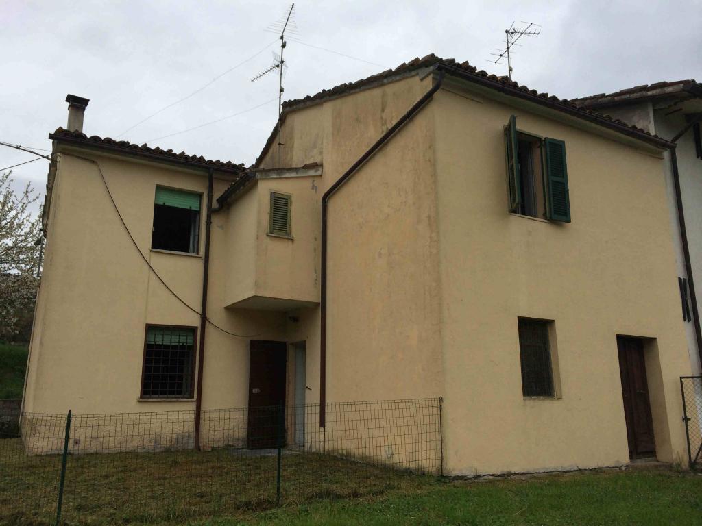 Soluzione Indipendente in vendita a Fabriano, 6 locali, zona Località: FRAZIONI, Trattative riservate | Cambio Casa.it
