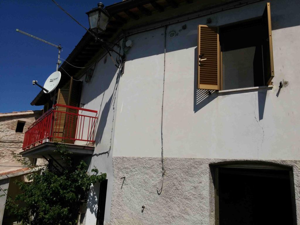 Soluzione Indipendente in vendita a Fabriano, 6 locali, zona Località: FRAZIONI, prezzo € 65.000 | Cambio Casa.it