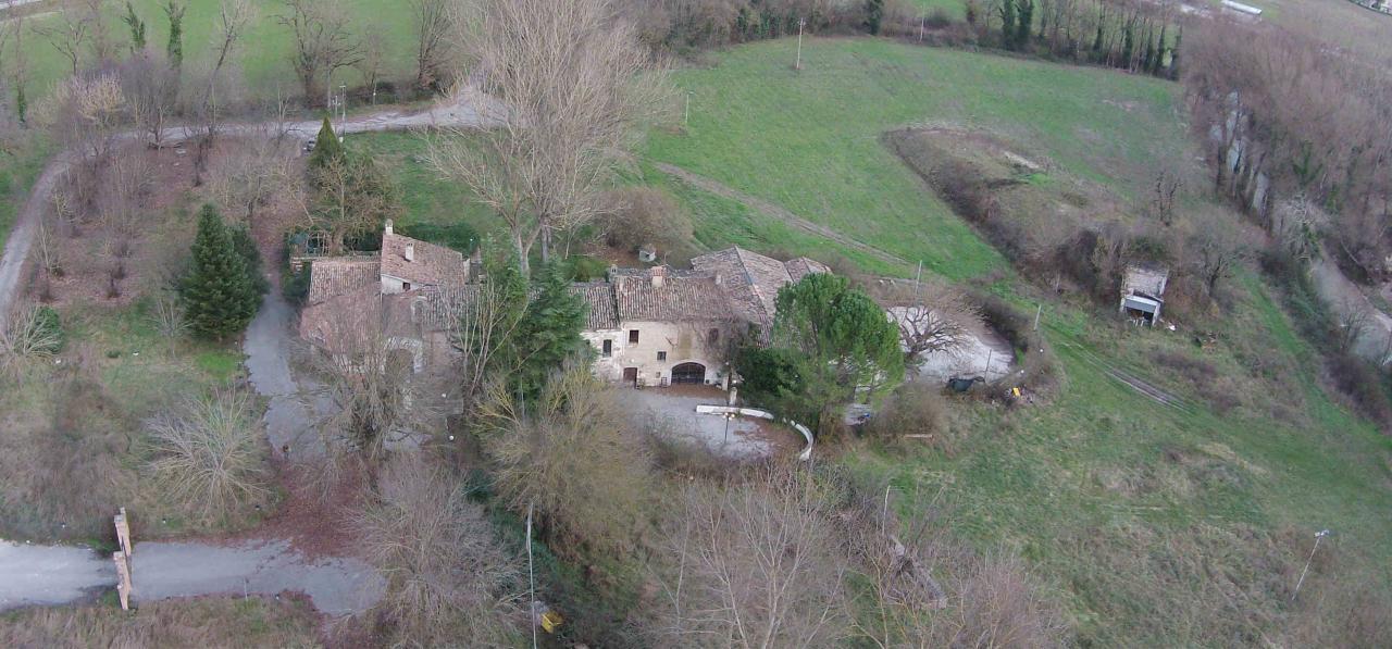 Negozio / Locale in vendita a Sassoferrato, 9999 locali, Trattative riservate | Cambio Casa.it