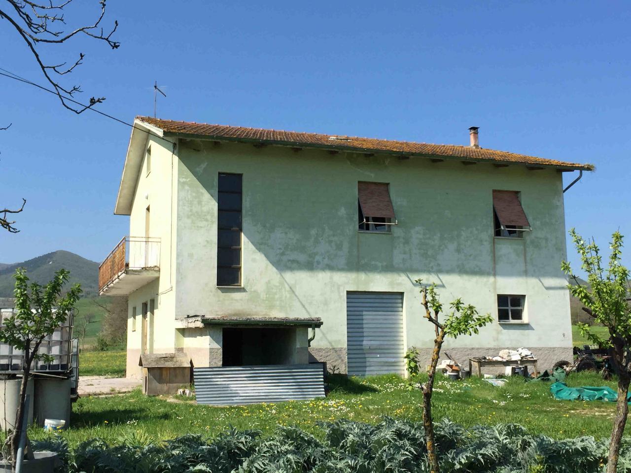 Soluzione Indipendente in vendita a Fabriano, 8 locali, zona Località: FRAZIONI, Trattative riservate | Cambio Casa.it