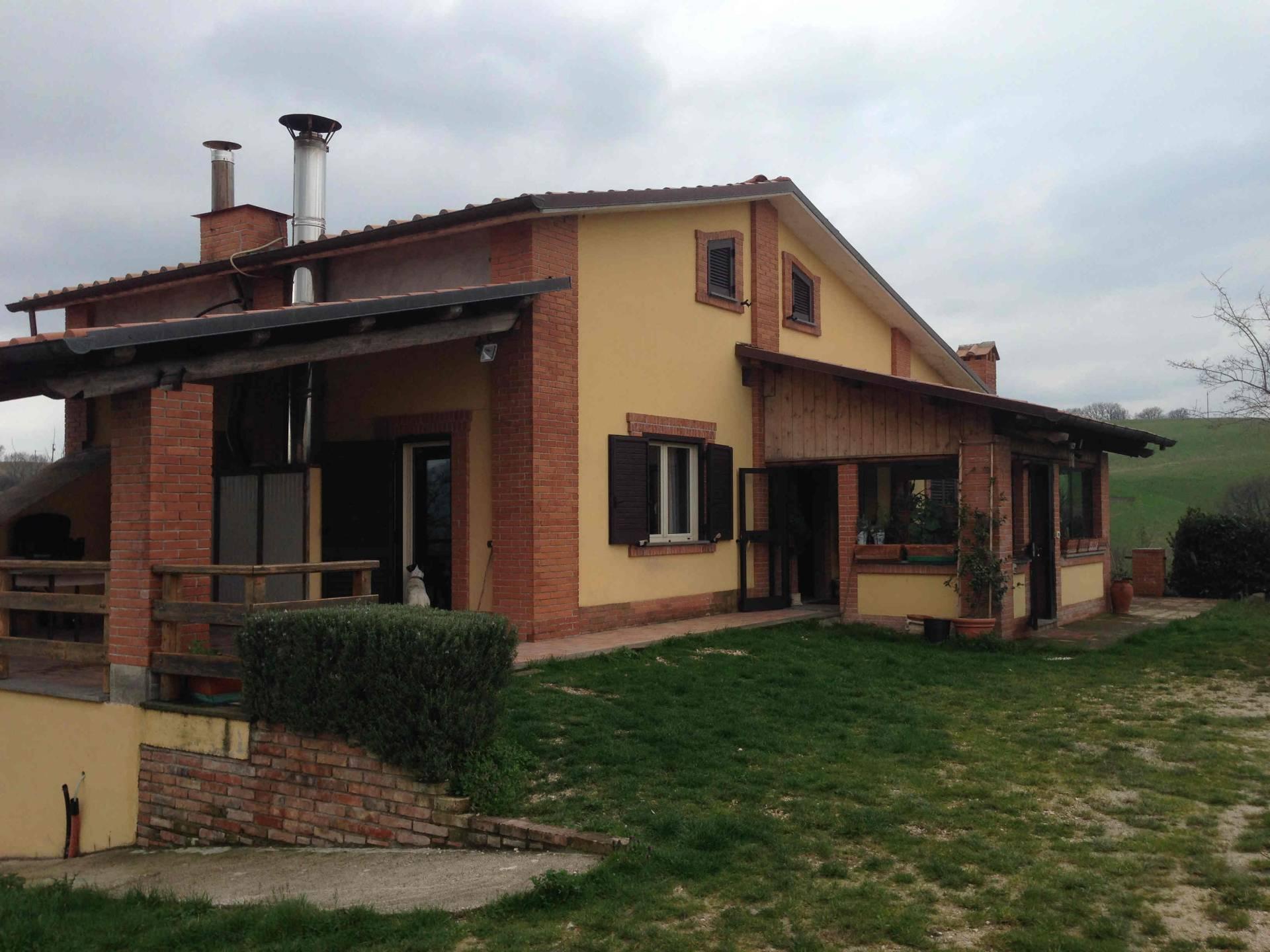 Rustico / Casale in vendita a Sassoferrato, 8 locali, prezzo € 450.000 | CambioCasa.it