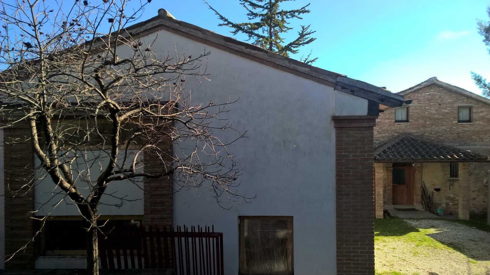 Soluzione Indipendente in vendita a Fabriano, 4 locali, zona Località: FRAZIONI, Trattative riservate | Cambio Casa.it