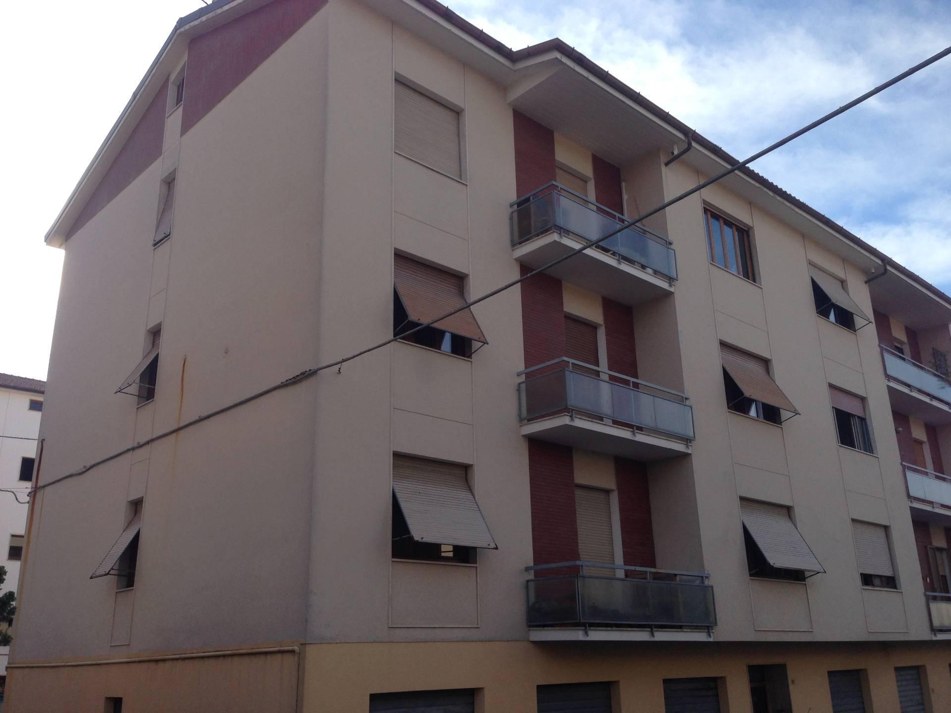 Appartamento in vendita a Fabriano, 7 locali, zona Località: SEMIPERIFERIA, Trattative riservate   CambioCasa.it
