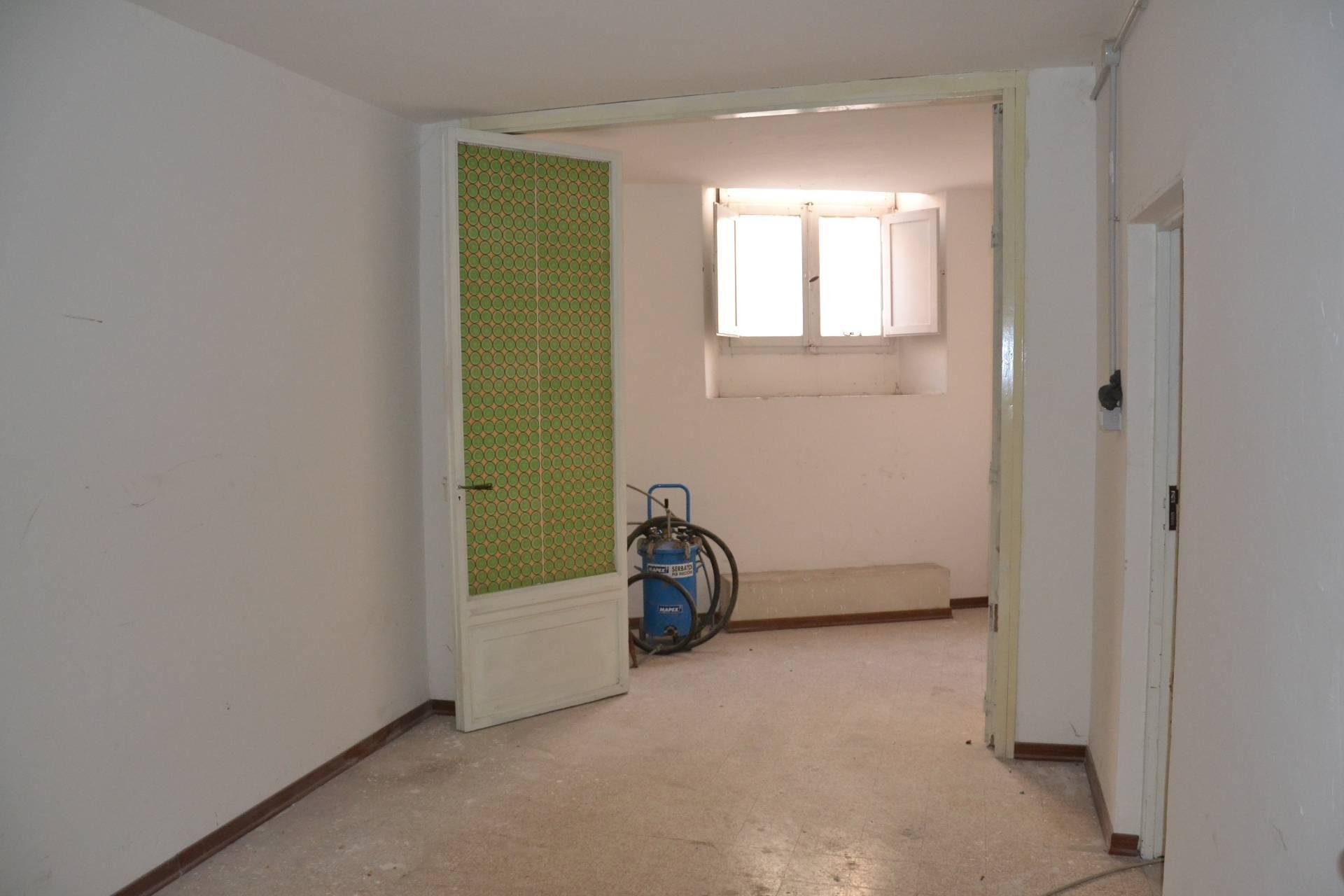 Ufficio / Studio in vendita a Fabriano, 9999 locali, zona Località: CENTROSTORICO, Trattative riservate   Cambio Casa.it