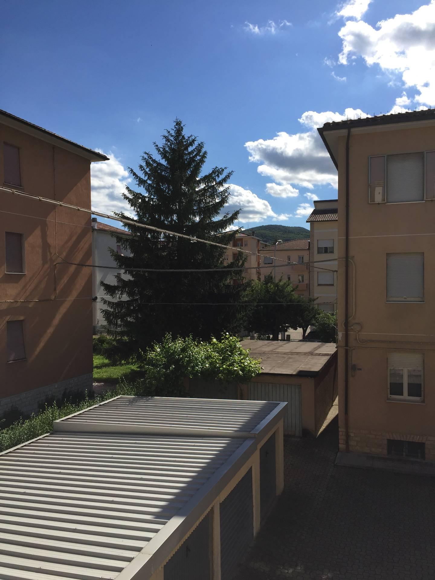 Appartamento in vendita a Fabriano, 3 locali, zona Località: PERIFERIA, prezzo € 90.000   CambioCasa.it