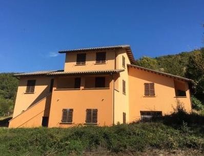 Soluzione Indipendente in vendita a Nocera Umbra, 18 locali, prezzo € 120.000 | CambioCasa.it