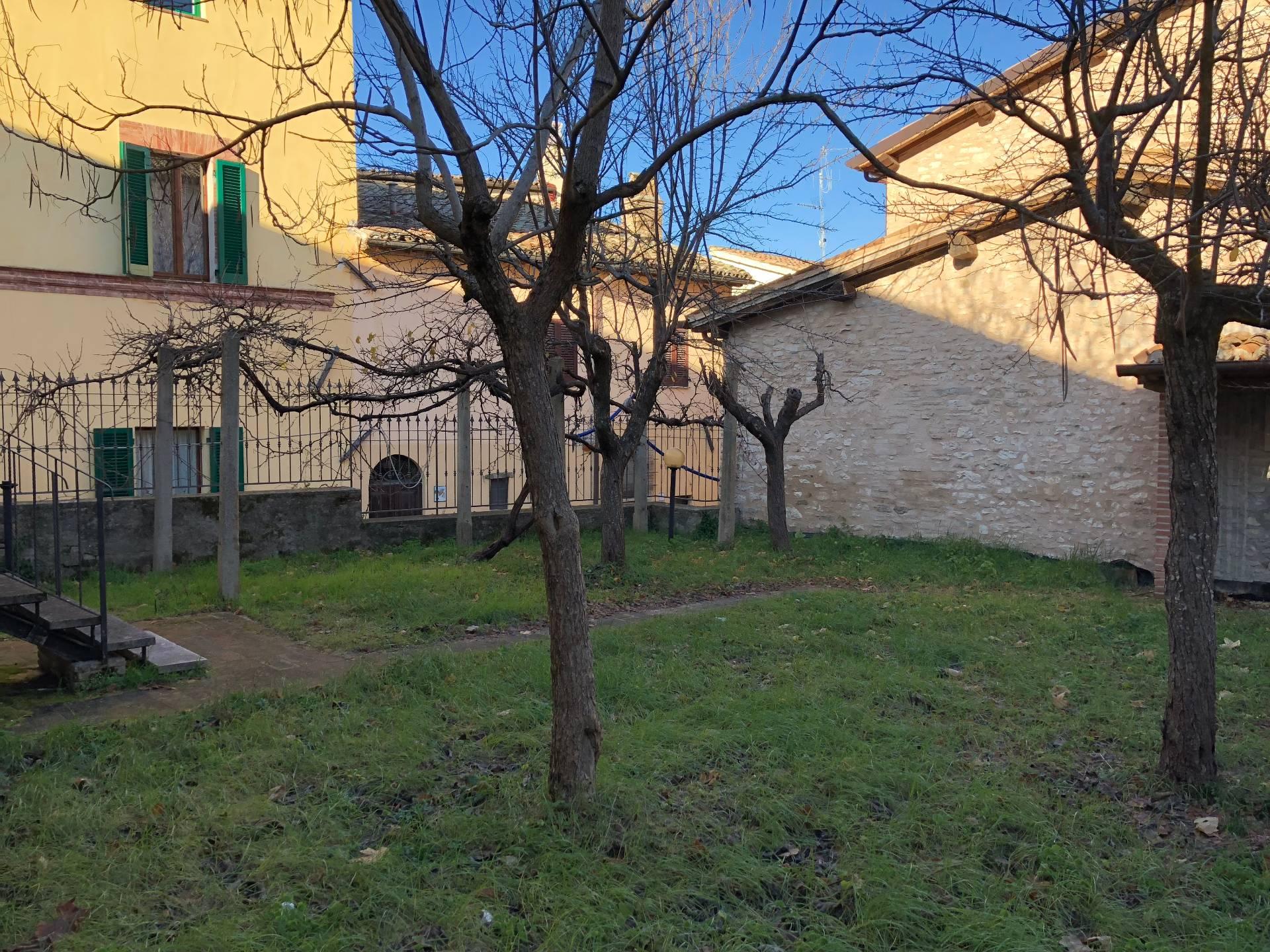 Appartamento in vendita a Nocera Umbra, 3 locali, prezzo € 100.000 | CambioCasa.it