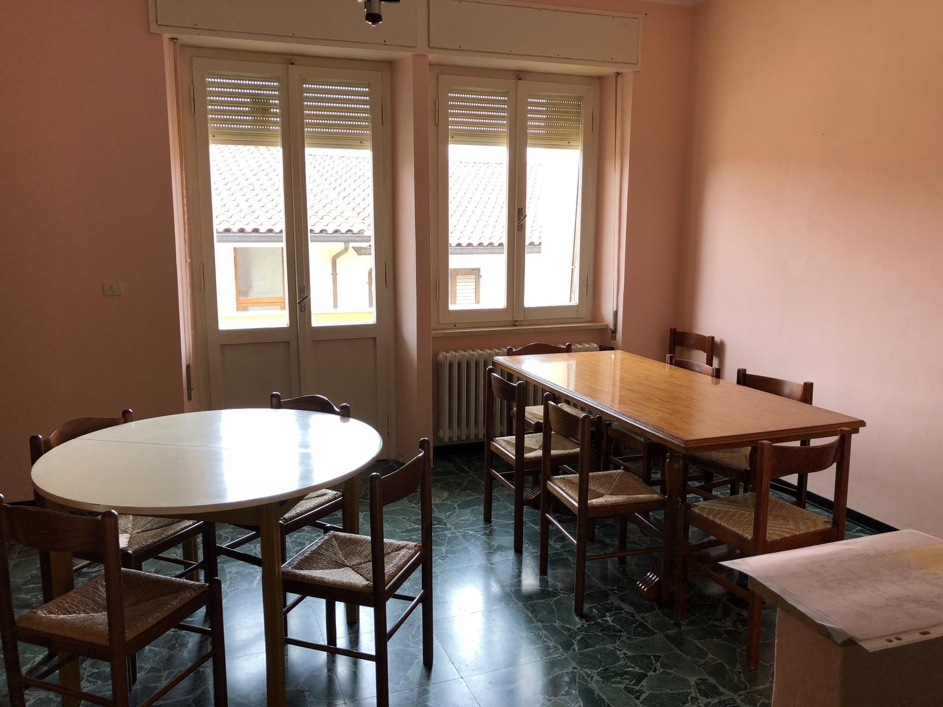 Appartamento in vendita a Nocera Umbra, 7 locali, prezzo € 75.000 | CambioCasa.it