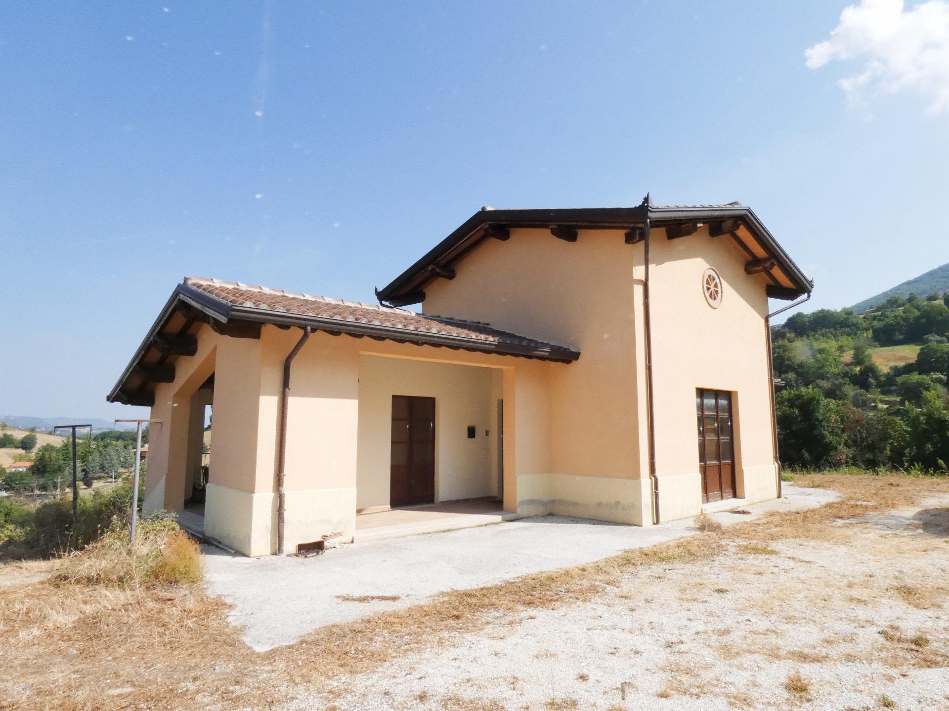 Villa in vendita a Nocera Umbra, 12 locali, prezzo € 230.000   CambioCasa.it