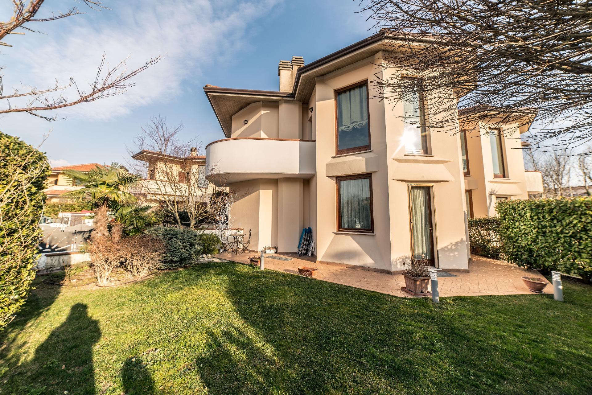 Villa a Schiera in vendita a Fabriano, 9 locali, zona Località: SEMIPERIFERIA, Trattative riservate | CambioCasa.it