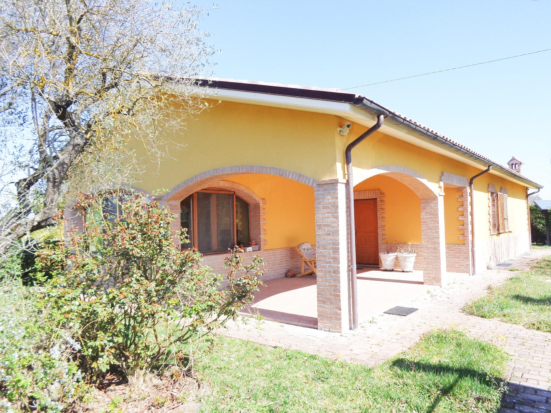 Villa in vendita a Sassoferrato, 7 locali, prezzo € 375.000   CambioCasa.it