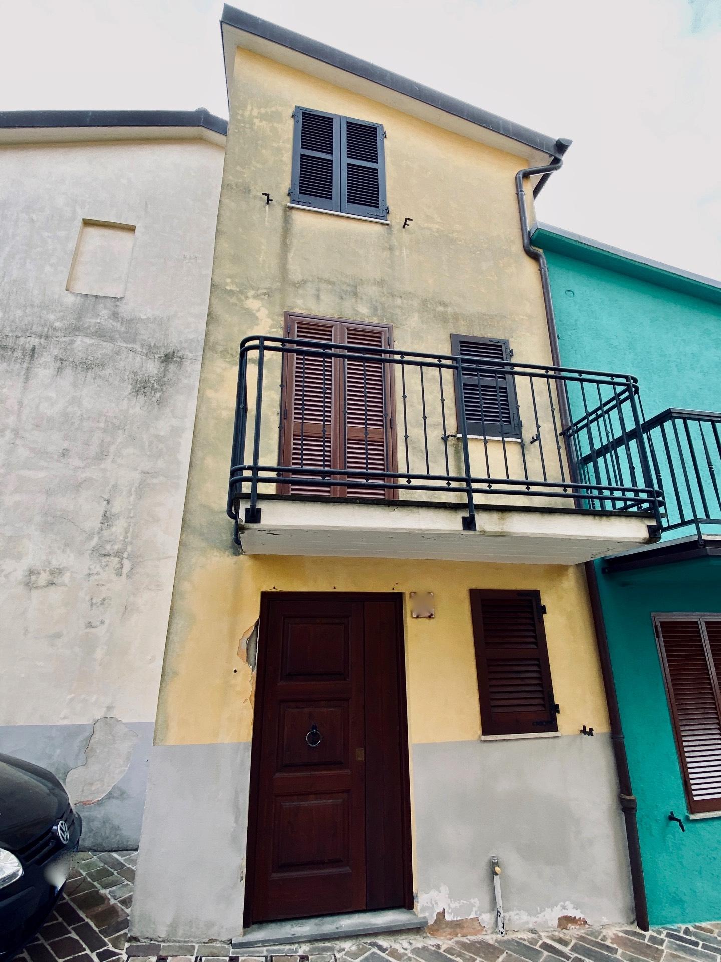 Soluzione Indipendente in vendita a Fabriano, 4 locali, zona Località: FRAZIONI, prezzo € 18.000 | CambioCasa.it