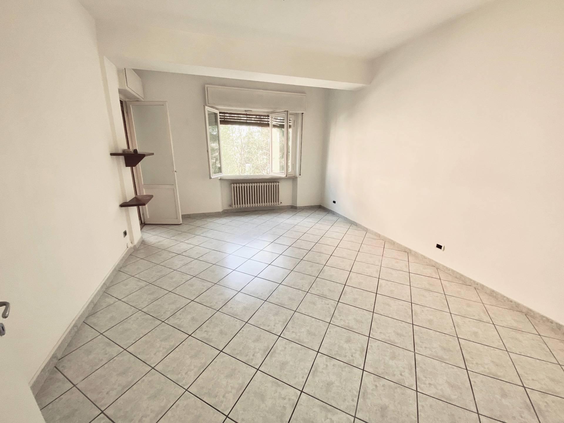 Appartamento in vendita a Fabriano, 7 locali, zona Località: SEMIPERIFERIA, prezzo € 97.000 | CambioCasa.it