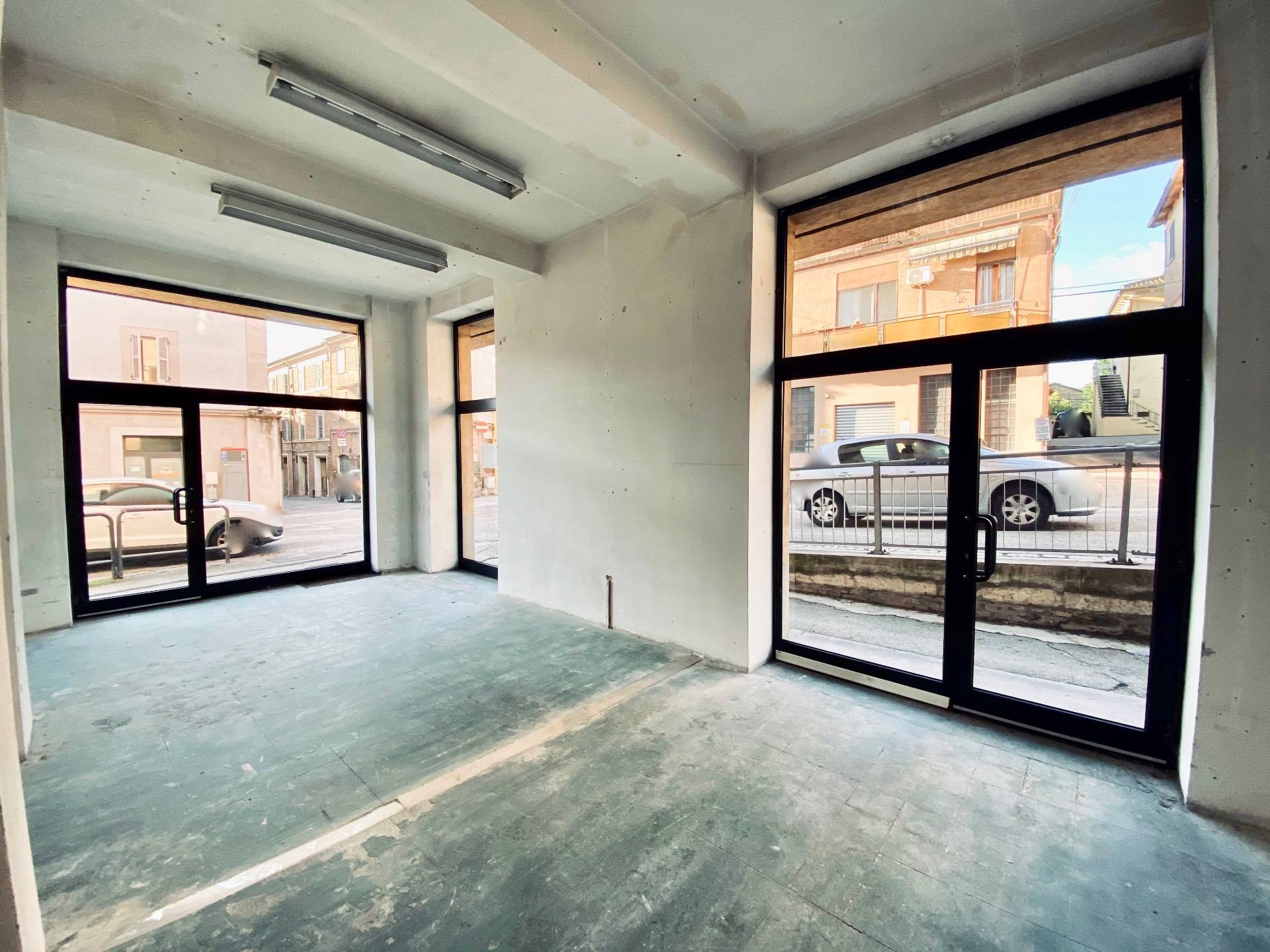 Negozio / Locale in affitto a Fabriano, 9999 locali, zona Località: CENTROSTORICO, prezzo € 380 | CambioCasa.it