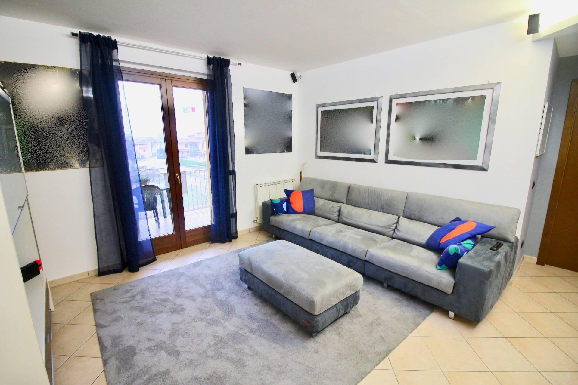 Appartamento in vendita a Cerreto d'Esi, 7 locali, prezzo € 150.000   CambioCasa.it