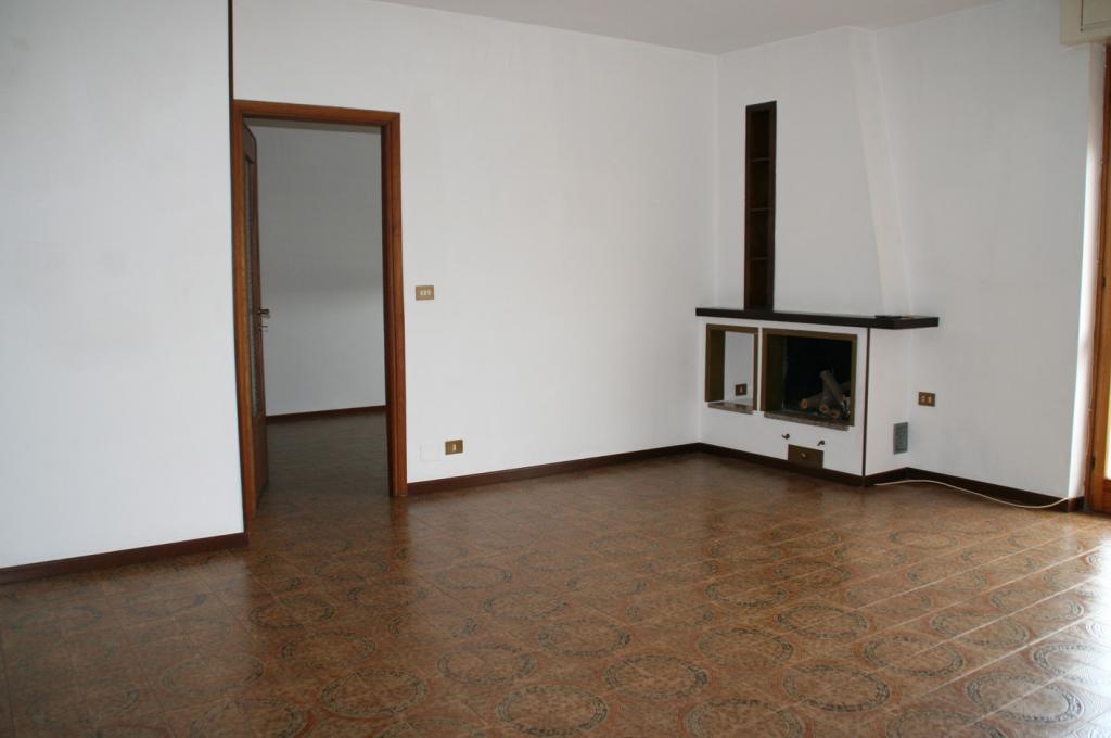 Appartamento in vendita a Momo, 4 locali, prezzo € 69.000 | Cambio Casa.it