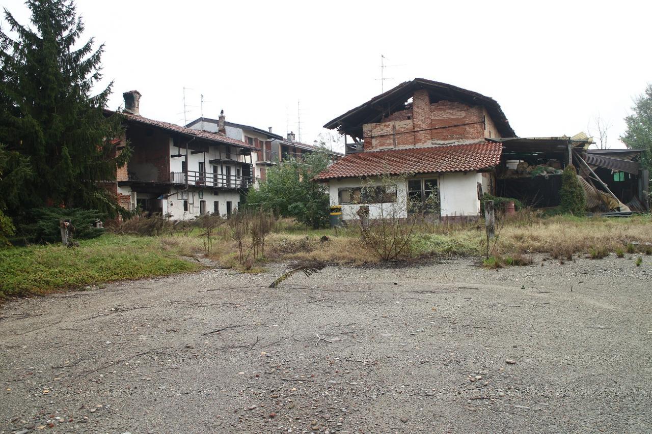 Rustico / Casale in vendita a Oleggio, 10 locali, prezzo € 125.000 | Cambio Casa.it