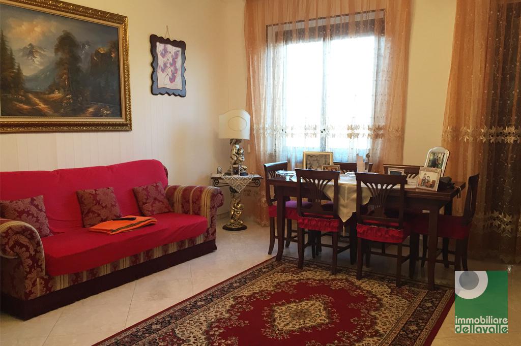 Appartamento in vendita a Oleggio, 3 locali, zona Località: vicinanzecentro, prezzo € 105.000 | Cambio Casa.it