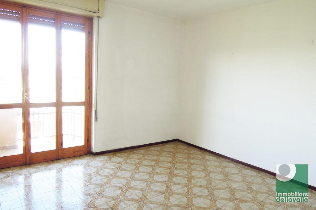 Appartamento in affitto a Momo, 3 locali, prezzo € 400 | CambioCasa.it