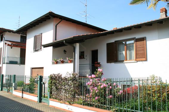 Villa Bifamiliare in Vendita a Oleggio