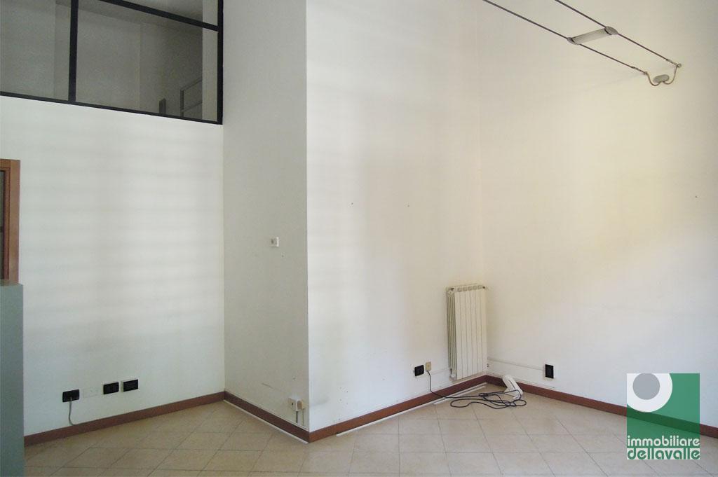 Ufficio / Studio in affitto a Oleggio, 9999 locali, prezzo € 450 | Cambio Casa.it