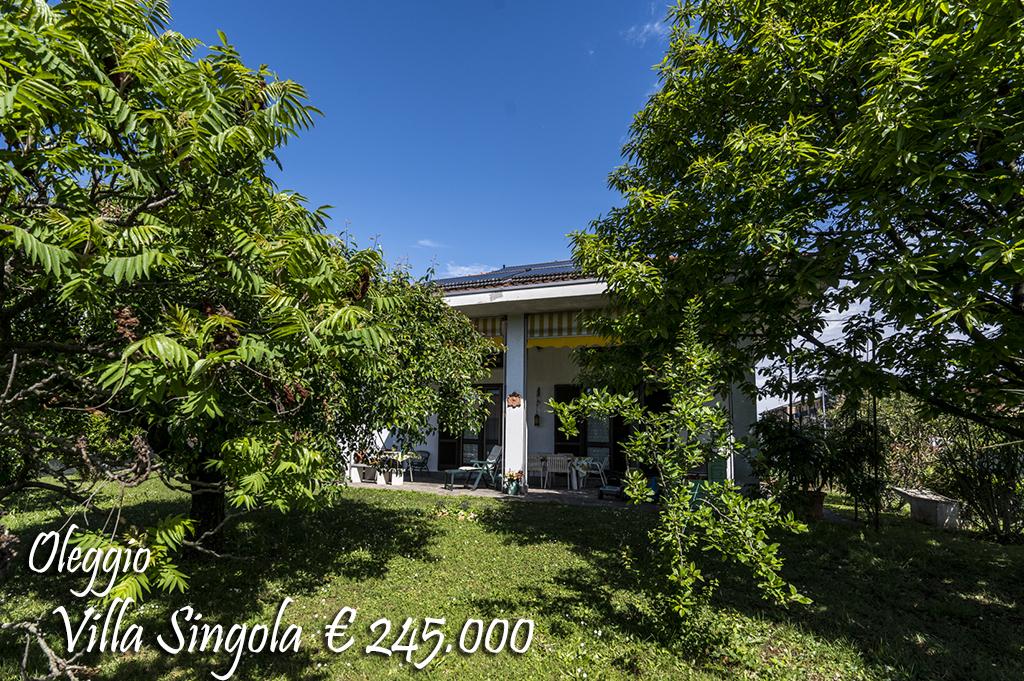 Villa in vendita a Oleggio, 5 locali, zona Località: vicinanzecentro, prezzo € 245.000 | Cambio Casa.it