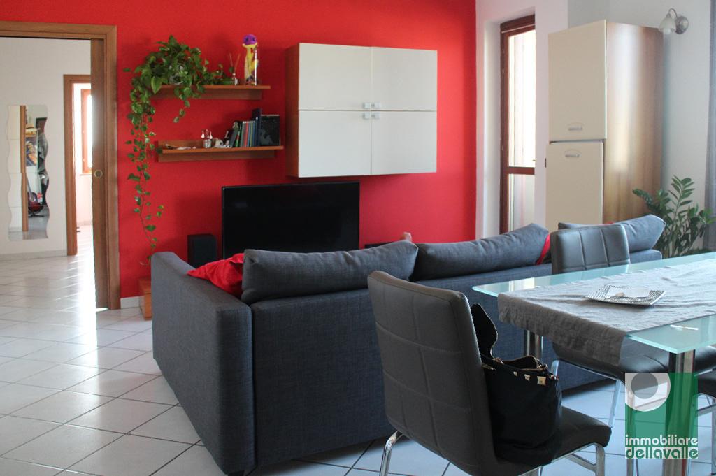 Appartamento in vendita a Oleggio, 3 locali, prezzo € 108.000 | CambioCasa.it