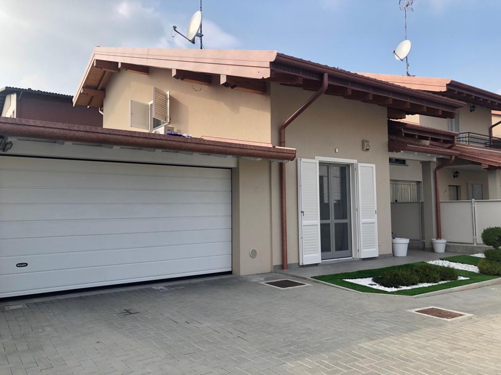 Villa in vendita a Oleggio, 5 locali, prezzo € 292.000 | CambioCasa.it