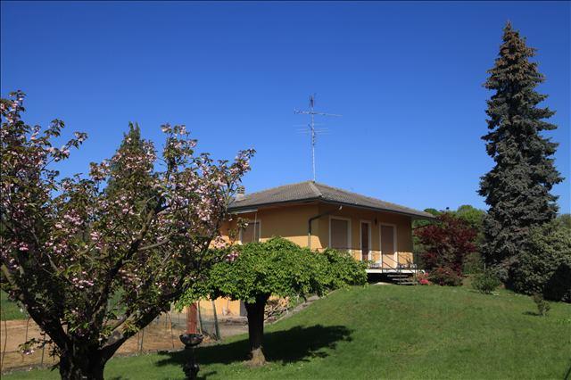 Villa in vendita a Mezzomerico, 7 locali, prezzo € 230.000   CambioCasa.it