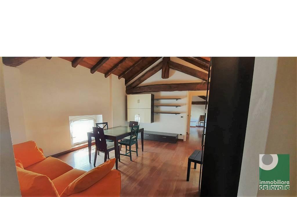 Appartamento in affitto a Oleggio, 2 locali, prezzo € 600 | CambioCasa.it