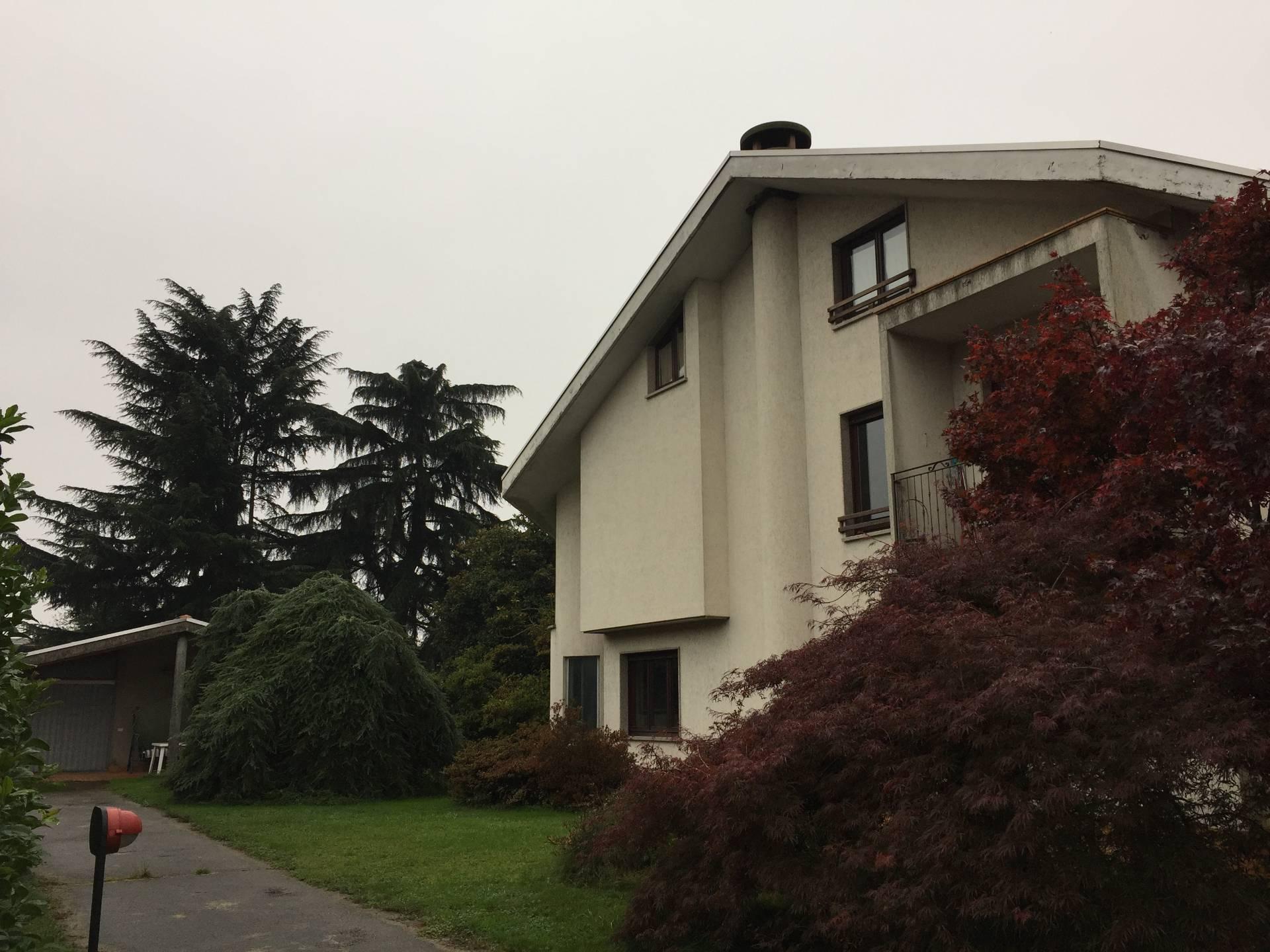 Villa in vendita a Oleggio, 5 locali, prezzo € 340.000 | CambioCasa.it