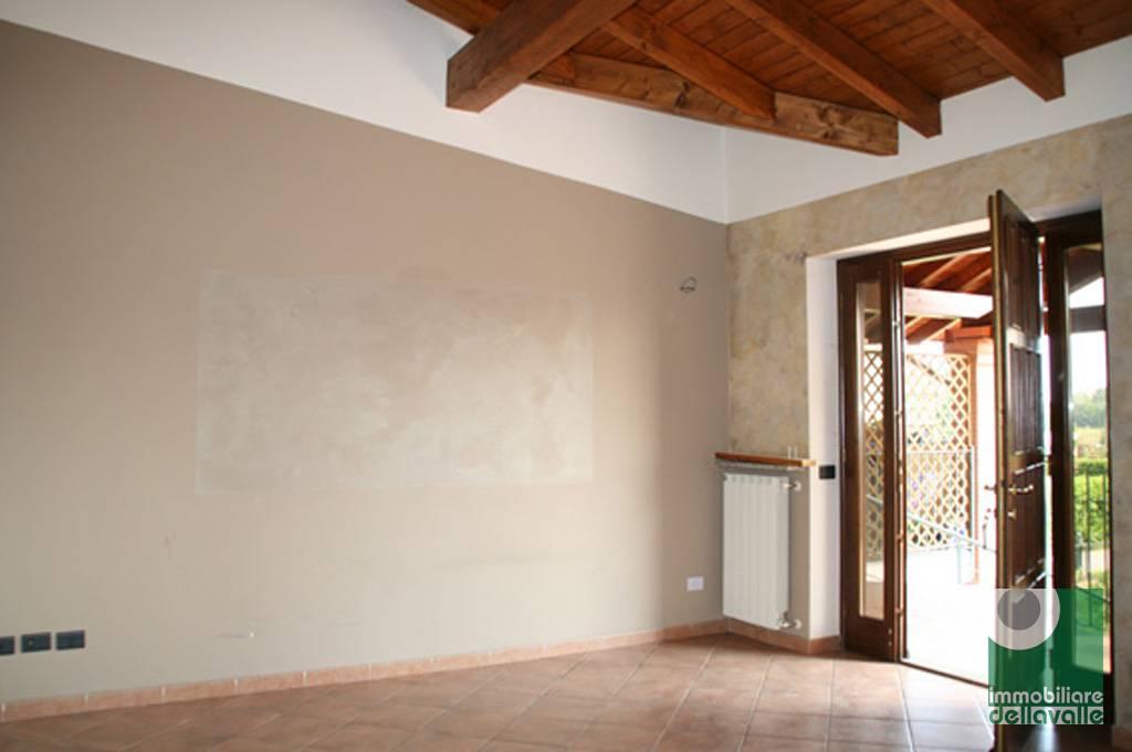 Appartamento in affitto a Oleggio, 3 locali, prezzo € 450 | CambioCasa.it
