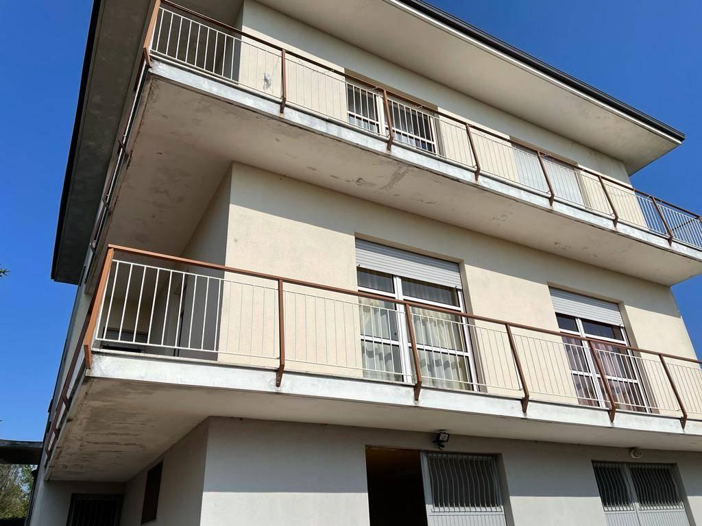 Soluzione Semindipendente in affitto a Oleggio, 3 locali, zona Località: vicinanzecentro, prezzo € 600 | CambioCasa.it