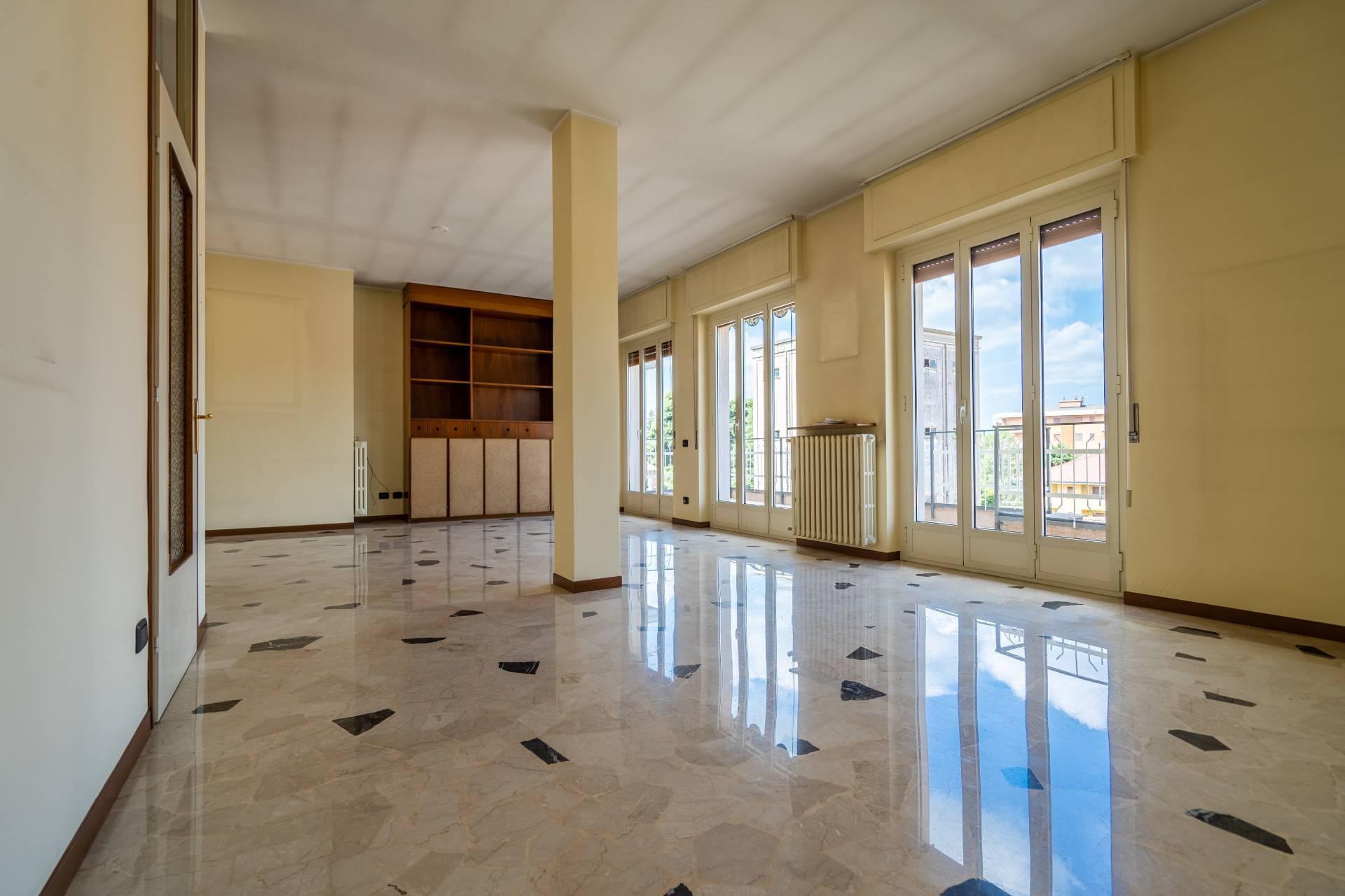 Appartamento in affitto a Oleggio, 4 locali, prezzo € 550 | CambioCasa.it
