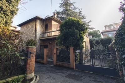 Villa Unifamiliare in Vendita a Bologna