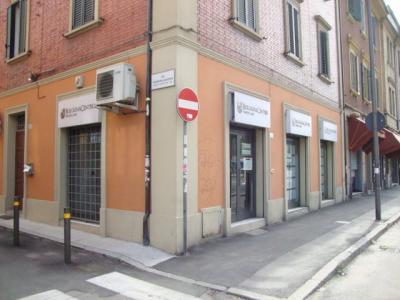 Negozio-Ufficio in Affitto a Bologna