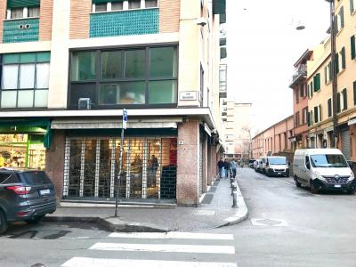 Locale commerciale in Vendita a Bologna