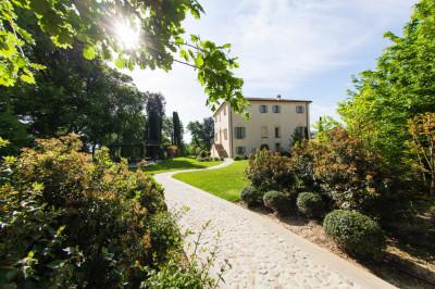Villa Unifamiliare in Vendita a Dozza