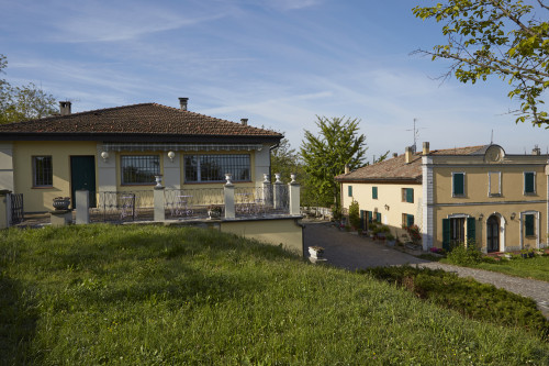 Villa in Vendita a Pianoro